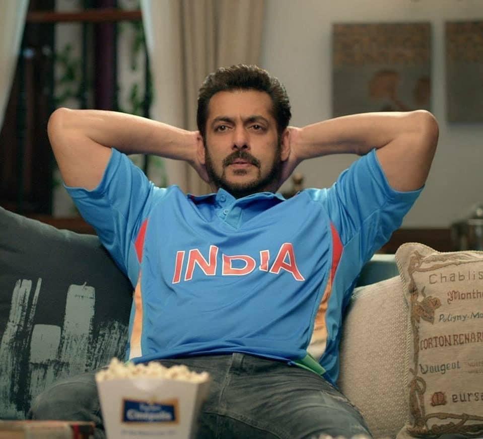 Salman-Khan-in-Beard-moustache-wearing-team-india-jersey