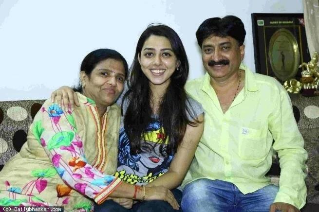 Jheel Mehta (Actress) Height, Age, Boyfriend, Family, Biography & More